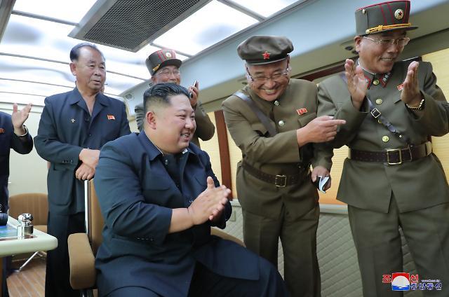 """北, """"어제 또 새 무기 시험사격""""…김정은, 무력시위 차원 분명히"""