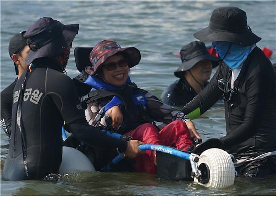 변산반도 고사포 해변, 노약자·장애인 휠체어 타고 해수욕