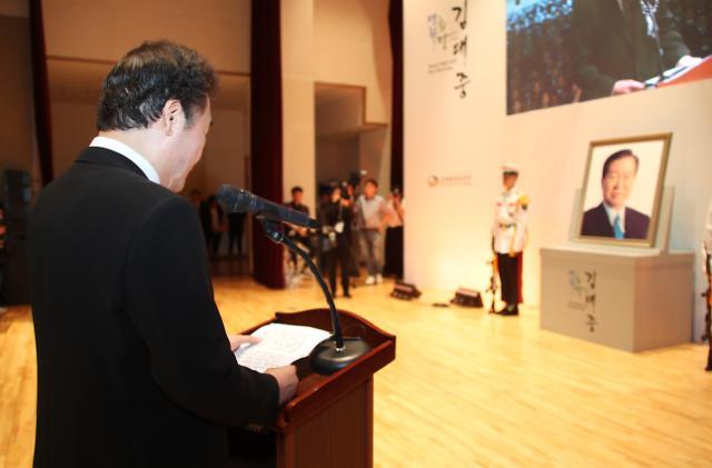 """이 총리 DJ에 바치는 추도사 """"민주주의·남북관계·서민경제, 우리나라 3대 위기 걱정하다 서거"""""""