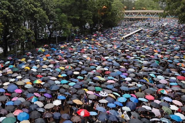 홍콩 불안에 자금 해외 이탈 가속화...아시아 금융허브 위상 벼랑끝