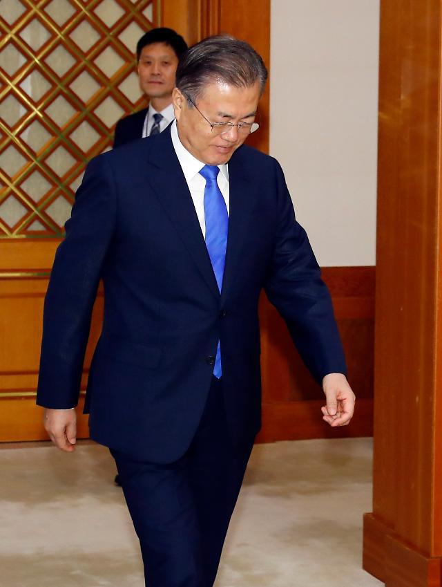 [리얼미터] 북한·경제發 변수에 한풀 꺾인 문재인 대통령 지지율