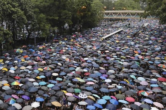 中, 홍콩 시위대 풀어준 판사 비난…사법권 흔들기 논란