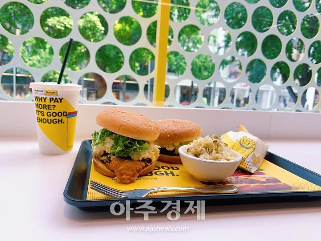 """[르포] """"모든게 새롭다"""" 노브랜드 버거, 가장 매운맛 먹어보니…'할라페뇨 코울슬로' 신의한수"""