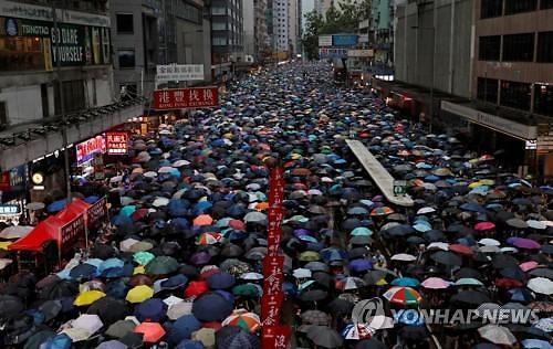 중국, 홍콩 시위에 천안문 사태 언급한 트럼프 견제