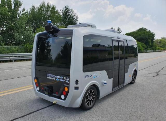 대구시, 수성알파시티서 지율주행 셔틀버스 차량 3대 실제 테스트