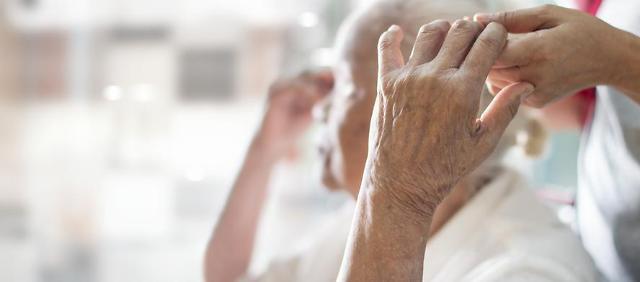 어르신에게 어려운 보험청구, 어떻게 하면 쉬워질까요?