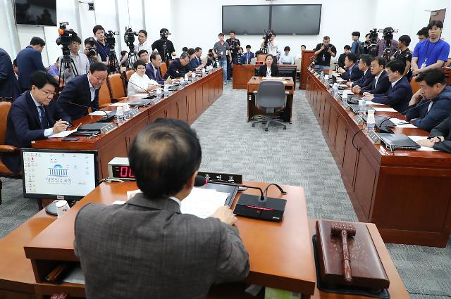 """여야 3당 """"선거제 8월말 의결"""" vs 한국당 """"강행 반대""""…설전 오간 정개특위"""
