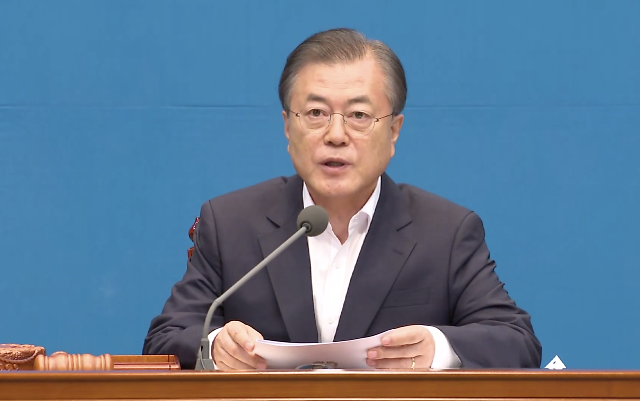 President Moon vows to nurture carbon fiber as new growth engine