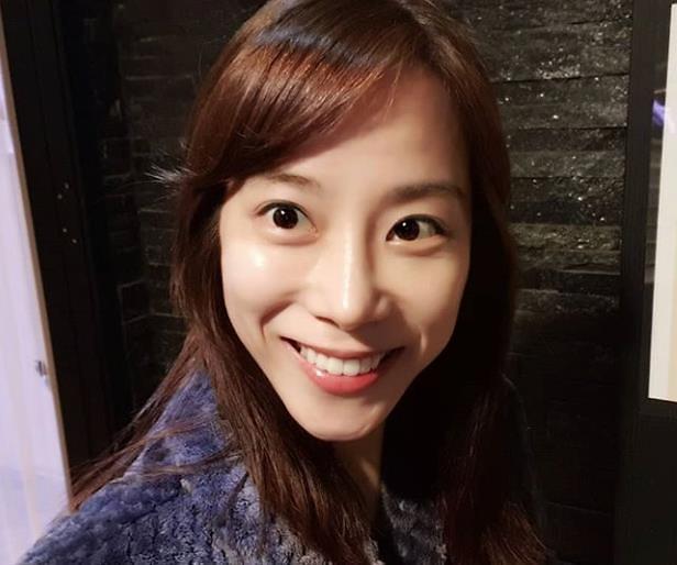 """조민아, 인스타 통해 레이노병 투병 생활 공개 """"무너지지만 말자"""""""