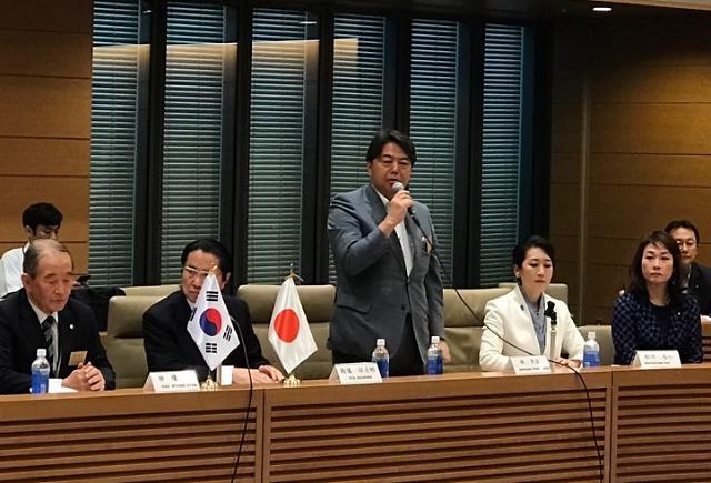 """일본 현직 의원들 """"양국 관계, 한국 정부가 해결해라"""" 비판"""