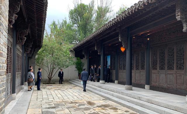 韩日外交部局长在京举行会谈