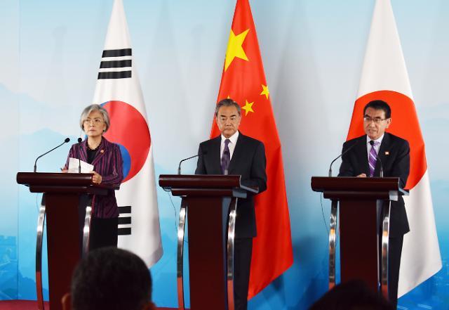 [포토] 기자회견하는 한중일 외교장관