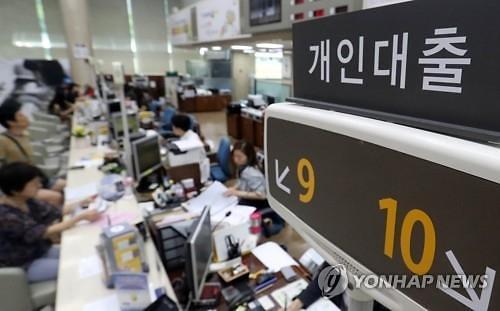 계속 떨어지는 마이너스통장 금리…은행들 신용대출증가세 부담