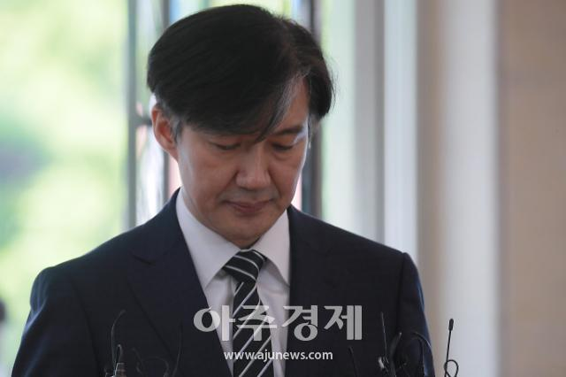[슬라이드 화보] 오늘도 고개숙인 조국 법무부 장관 후보자