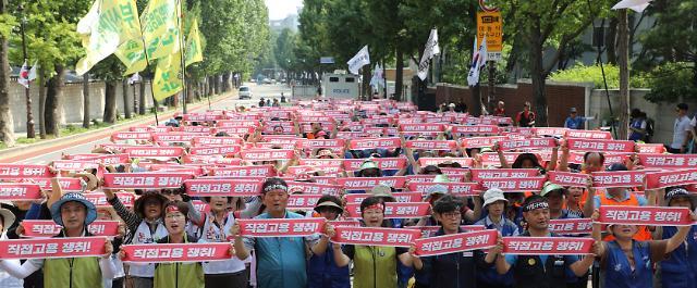 [포토] 정규직 요구하는 국립대병원 파견용역노동자들