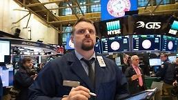 """.[环球股市] 美联储""""鹰派发言""""使股市出现混乱...纽约股市上升道琼斯.19%↑."""