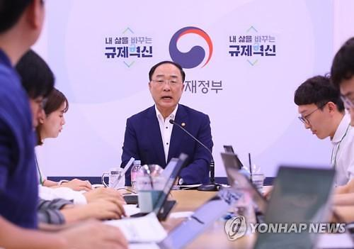 """홍남기 부총리 """"경제성장률 달성 어렵겠지만 조정 단계는 아냐"""""""