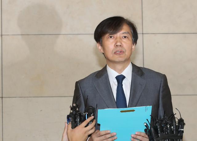 [포토] 조국 후보자 입장문 발표, 펀드, 공익법인에 기부..웅동학원 내려놓겠다