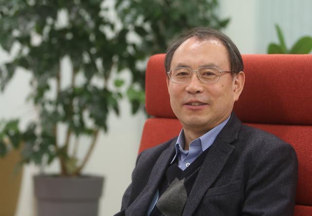 두 얼굴의 조국···한국 지식인의 민낯을 드러내다