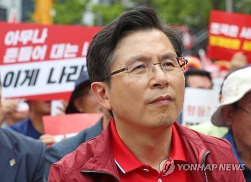 """""""문정권 규탄"""" 광화문 집회…황교안 """"우파 정당 뭉치자"""""""