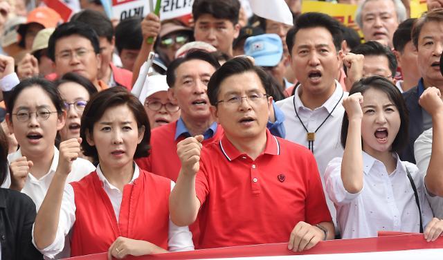 [슬라이드 화보] 한국당, 문재인 규탄 장외집회 마치고 청와대로 행진