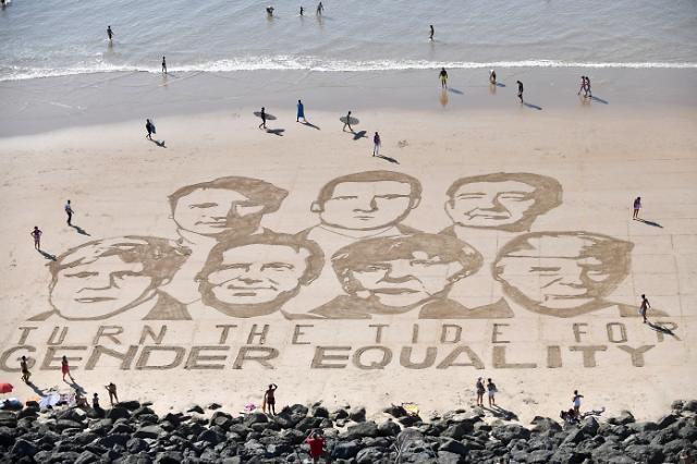 [포토] 백사장에 그린 G7 정상 초상화