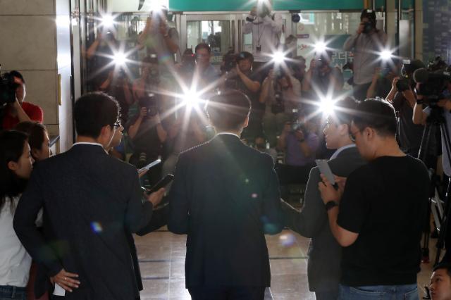 기대 못미친 고대·서울대 '촛불'... 대학가 '조국 반대' 기로