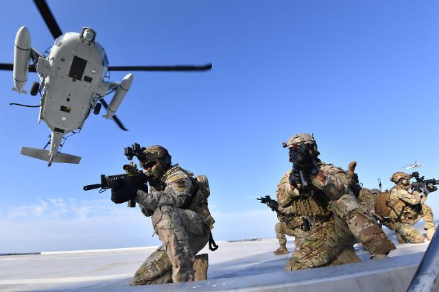 [슬라이드 화보] 독도 방어훈련에 이지스함 첫참가…특전사, 해병대도 상륙작전