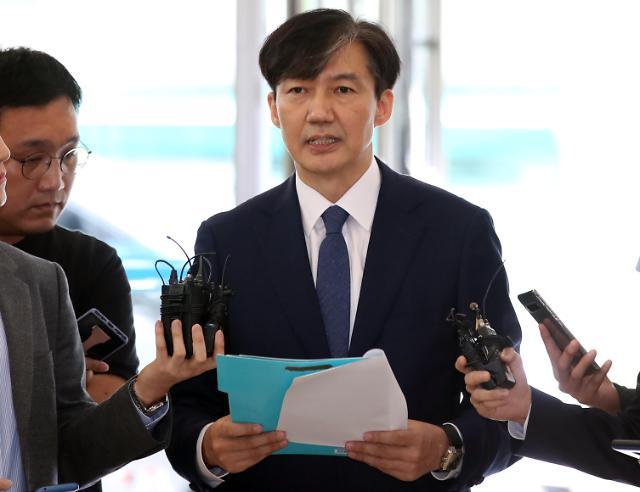 韩法务部长官提名人曹国就其女儿引发诸多争议致歉
