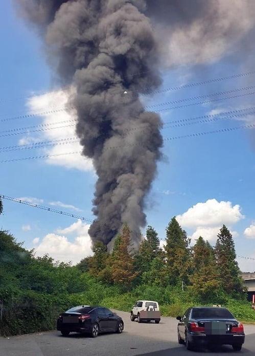 청주 화재 대응 2단계 발령…청주 불, 진압 어려운 이유는? 누리꾼 화재 연기, 검은구름처럼