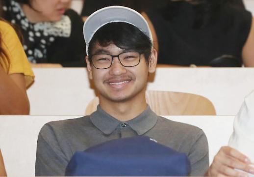 [포토] 연세대 입학식 참석한 안젤리나 졸리 아들