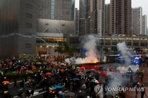홍콩 시위, 우산 혁명 넘어설까...시위 80일 눈앞
