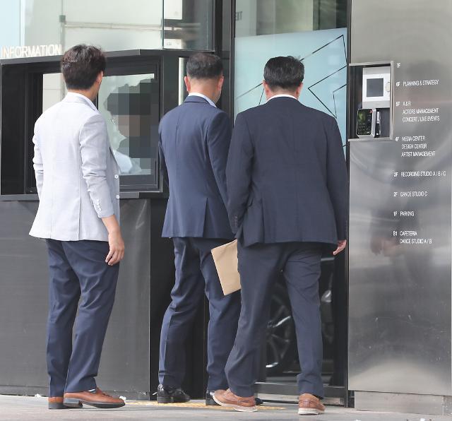 '상습도박' 혐의 승리 경찰소환조사