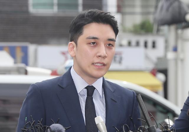 경찰, 빅뱅 승리 비공개 소환조사... 상습도박 등 혐의