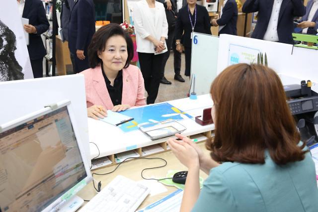 박영선, 여수 청년몰·전통시장 방문…필승코리아 펀드 가입
