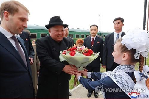 """""""김정은 다녀간 곳""""...러시아 하산 북러친선각에 기념현판"""
