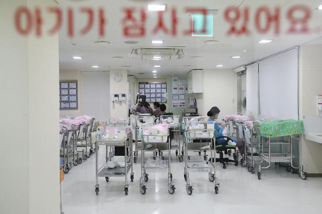 韩女性一生养育子女人数不到1人 新生儿数一降再降