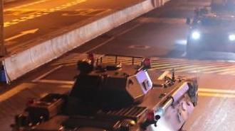 [포토] 홍콩 들어서는 장갑차, 중국의 경고?
