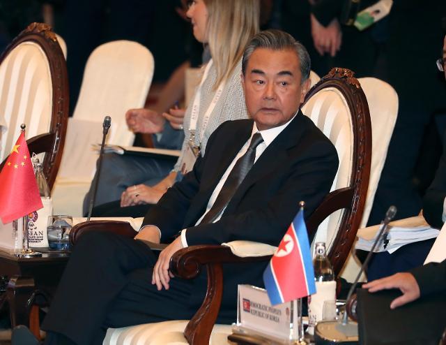 中 외교수장 왕이 국무위원, 내달 방북, 리용호와 회담