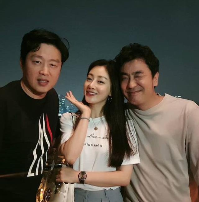 """[#SNS★] 오나라, 류승룡 김희원 사이에서 소두 인증 """"헛! 놀라워라"""""""