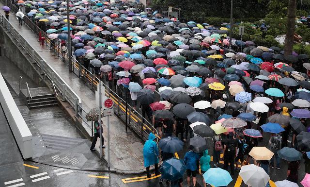 집회 취소, 경찰 불허, 지도부 체포에도… 13주째 이어진 홍콩시위