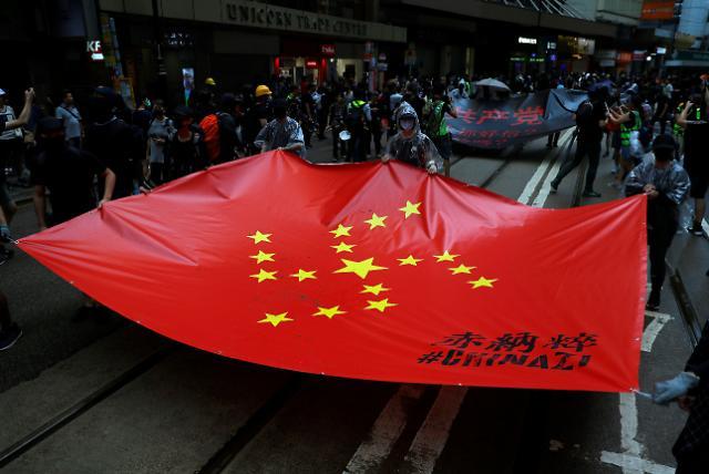 [글로벌포토] 화염병, 최루탄, 물대포까지… 홍콩시위 13주째 경찰과 또 충돌