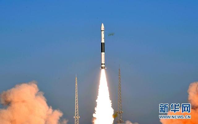 [중국포토]中 고체연료로켓, 인공위성 2개 싣고 발사 성공