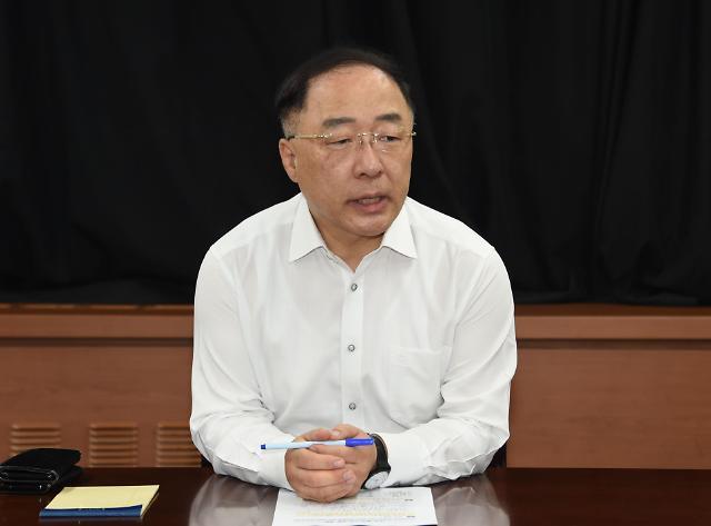 """홍남기 """"민간택지 분양가 상한제, 10월 바로 작동하지 않을 것"""""""