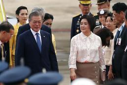 .文在寅抵达曼谷开始对泰国进行正式访问.