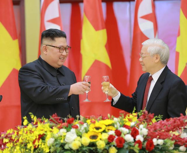 金正恩就越南独立74周年向越南国家主席阮富仲致贺电