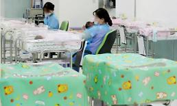 .韩国近四年总和生育率平均值1.11 位列201个国家下游.