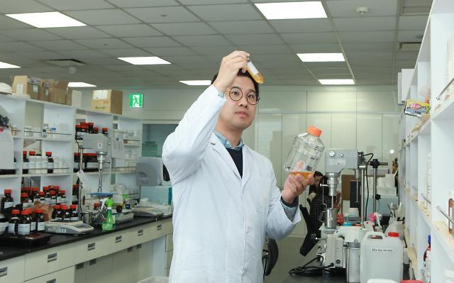 [마켓브레인] 이동걸 코스맥스 책임, '세계 최초' 항노화마이크로바이옴 화장품 개발