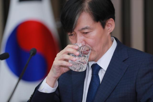 """조적조 논란 조국 """"법무장관 돼도 SNS 중단 안한다"""""""