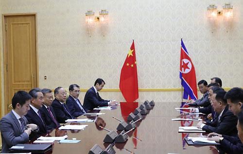 """북·중 또 밀착, 김정은 방중설 제기…北 """"홍콩은 중국 것"""" 지지"""